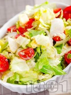 Салата Айсберг с чери домати и авокадо - снимка на рецептата
